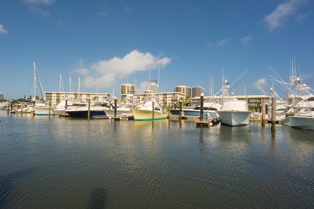 Click for 907 Marina Drive #305 slideshow