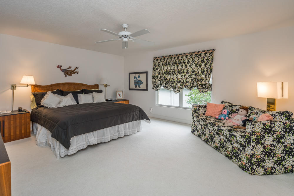 Click for 39 Cayman Place  slideshow