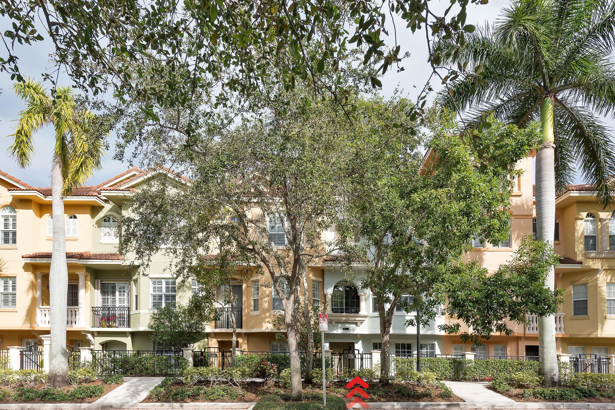 Photo of 11758 Valencia Gardens Ave