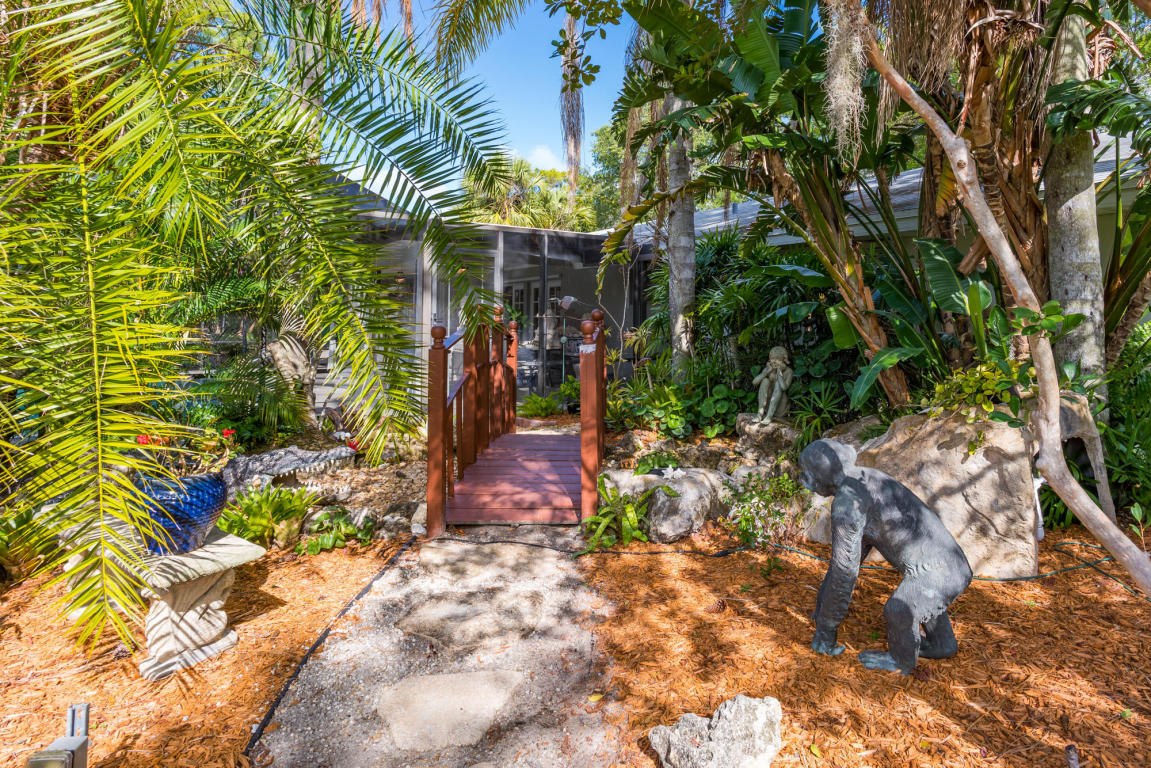 Click for 8055 Damascus Drive  slideshow