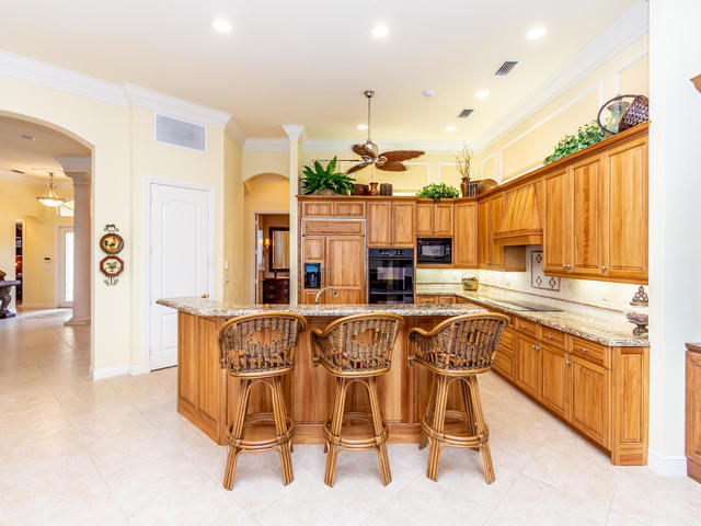Click for 125 Brookhaven Court  slideshow