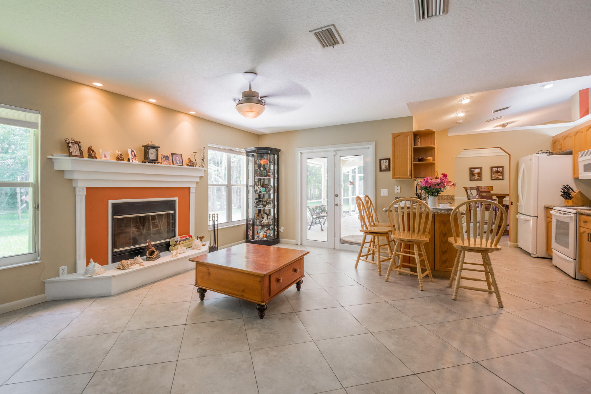 Click for 17105 Tangerine Boulevard  slideshow
