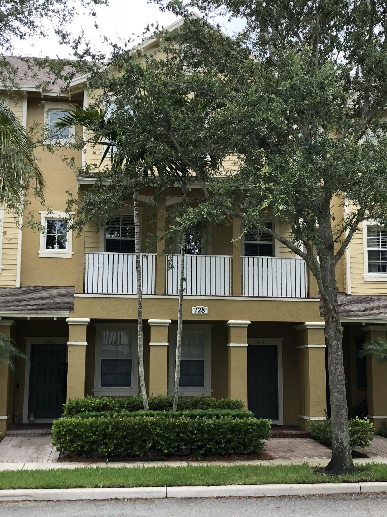 Photo of 128 W Royal Palm Circle #103