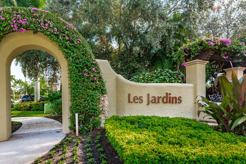 Click for 502 Les Jardin Drive  slideshow