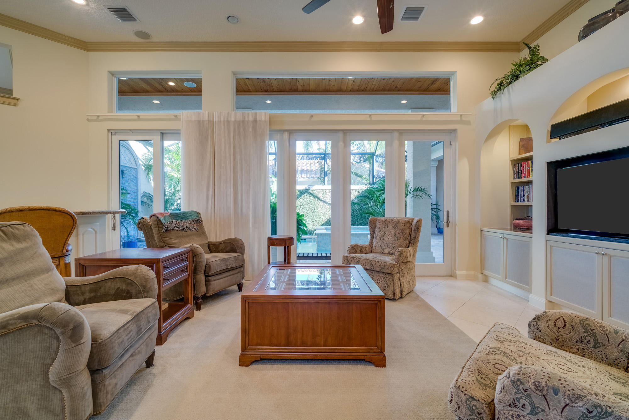 Click for 50 Cayman Place  slideshow
