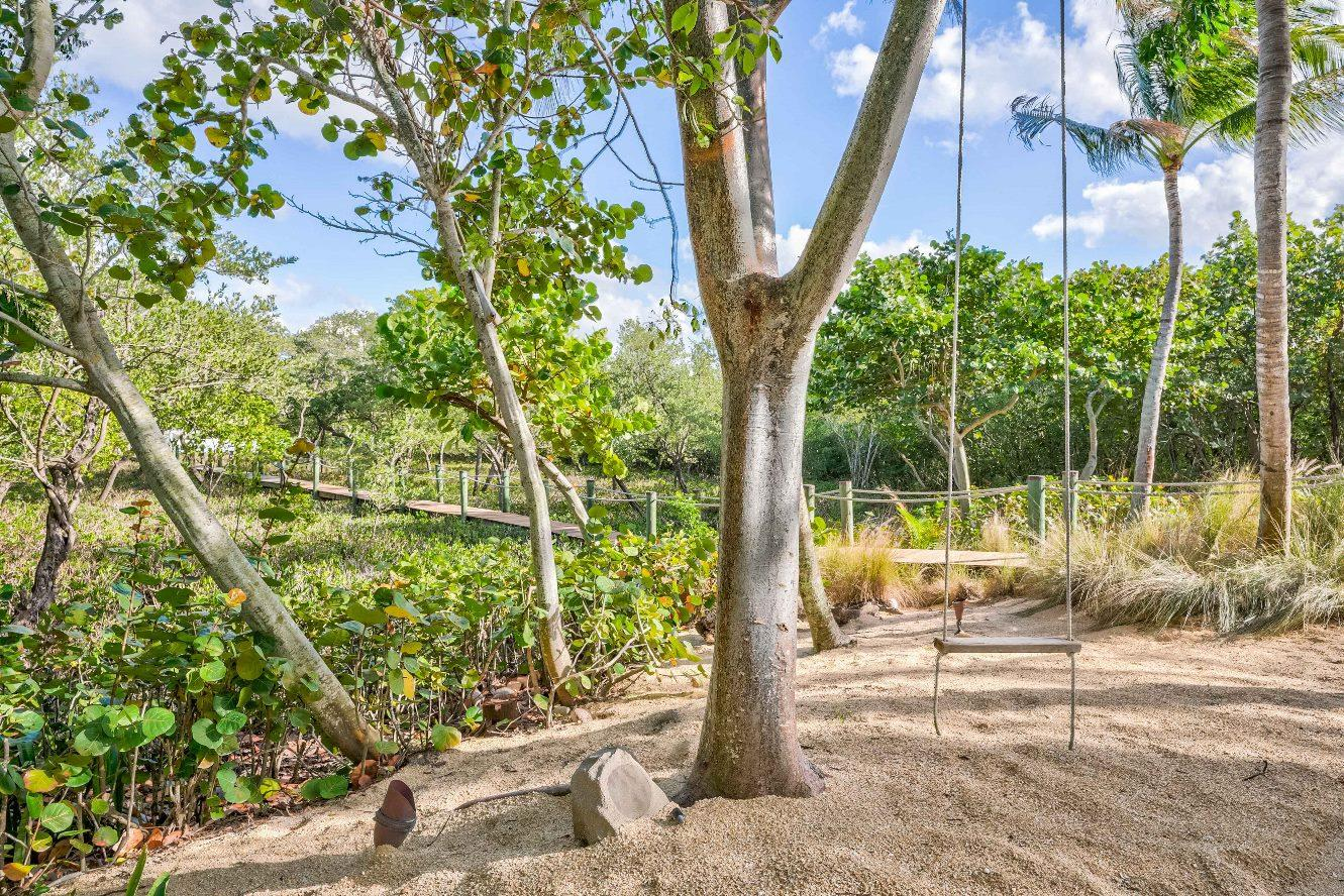 Click for 52 Coconut Lane  slideshow