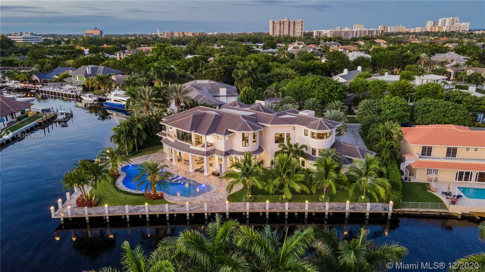 30 Bay Colony Ln Luxury Real Estate