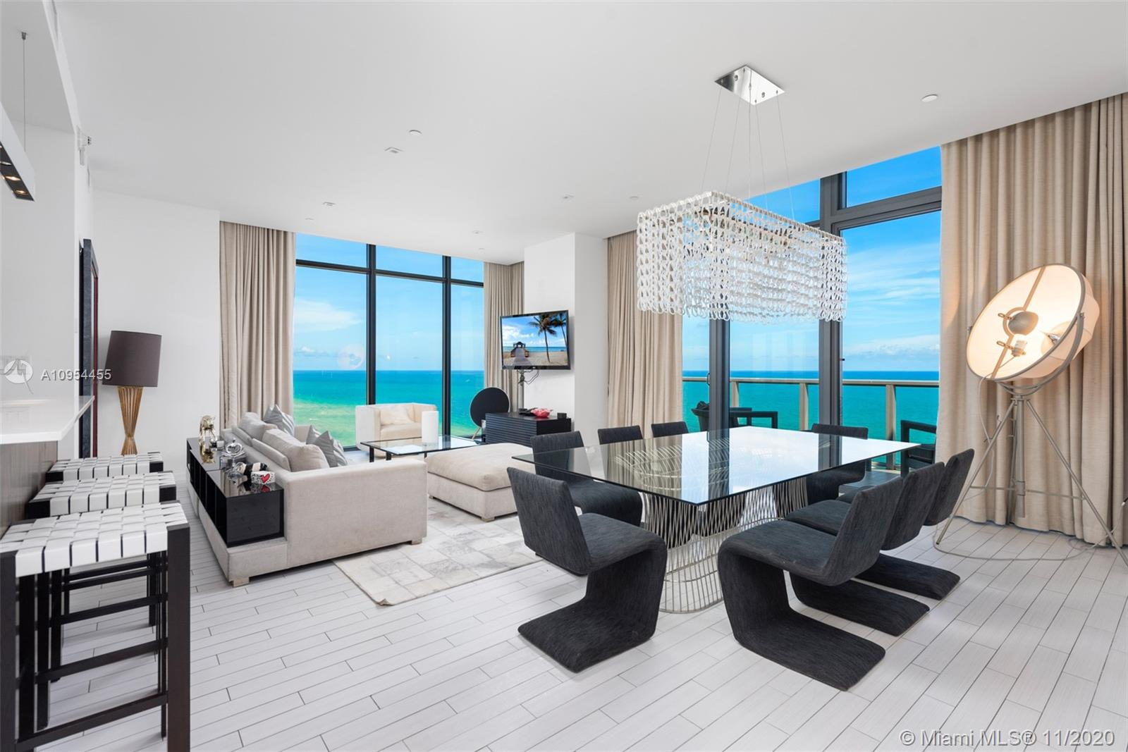 2201 Collins Ave, Unit #UPH6 Luxury Real Estate