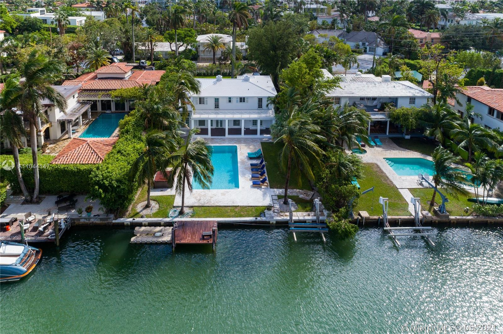 1431 W 22 St Luxury Real Estate
