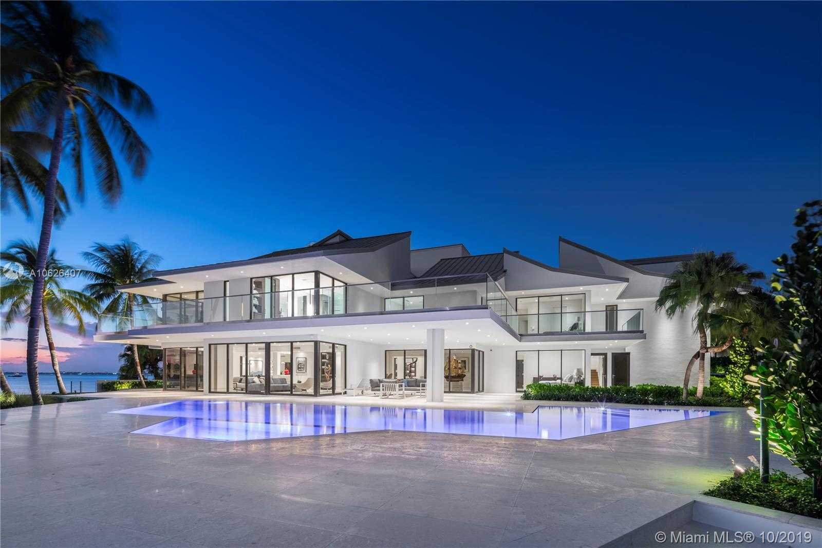 28 Harbor Pt Luxury Real Estate