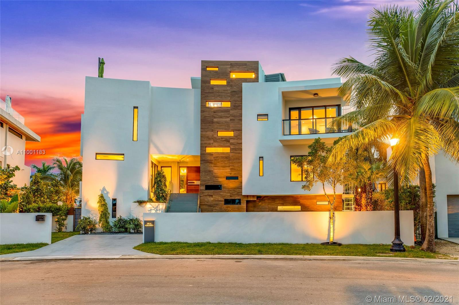 300 Palm Ave Luxury Real Estate