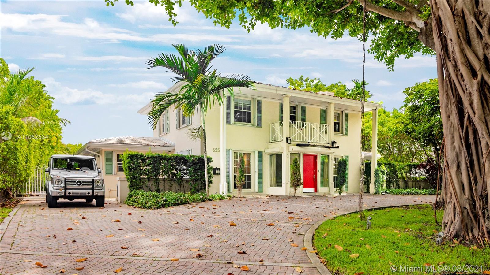 655 Buttonwood Ln Luxury Real Estate