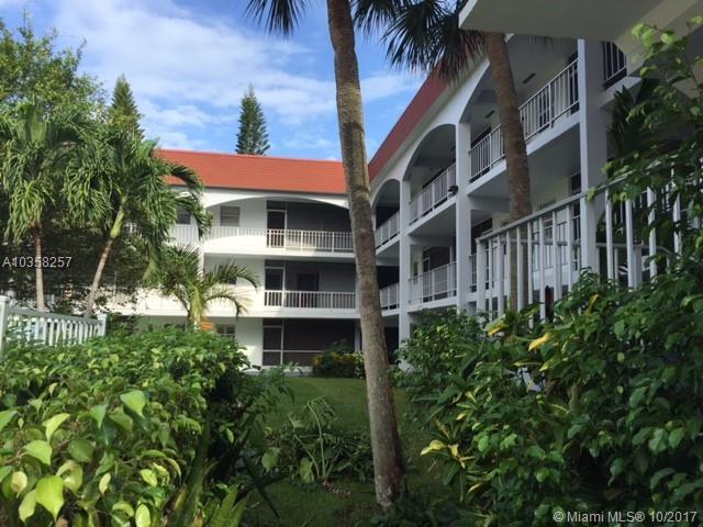 541 Blue Heron Dr, Hallandale FL