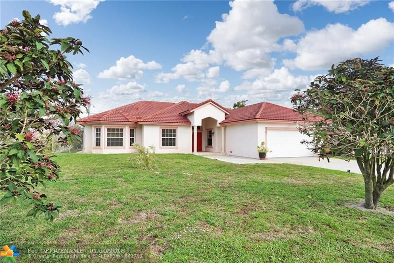 2351 NW 29th St, Oakland Park FL