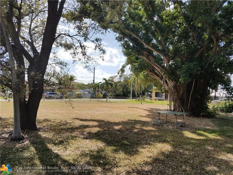 202 SW 2nd Ave, Dania Beach FL