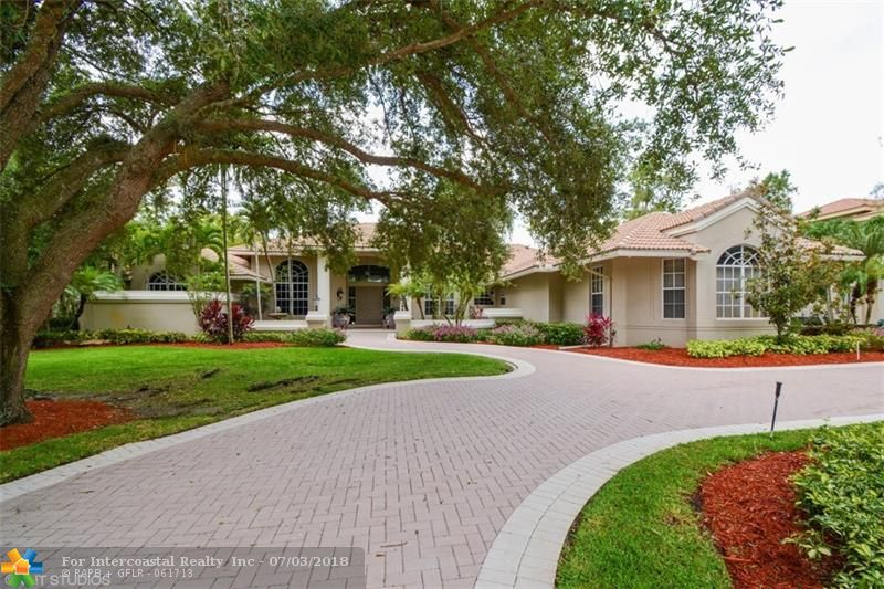5220 Whisper Dr, Coral Springs FL