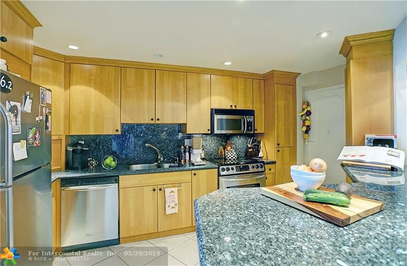 3000 Holiday Dr, Unit #606 Luxury Real Estate