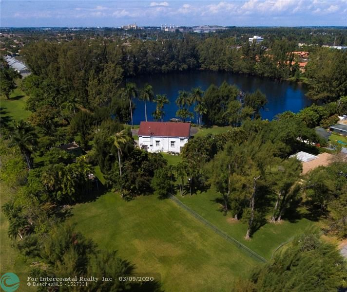 4900 SW 31st Ave Luxury Real Estate