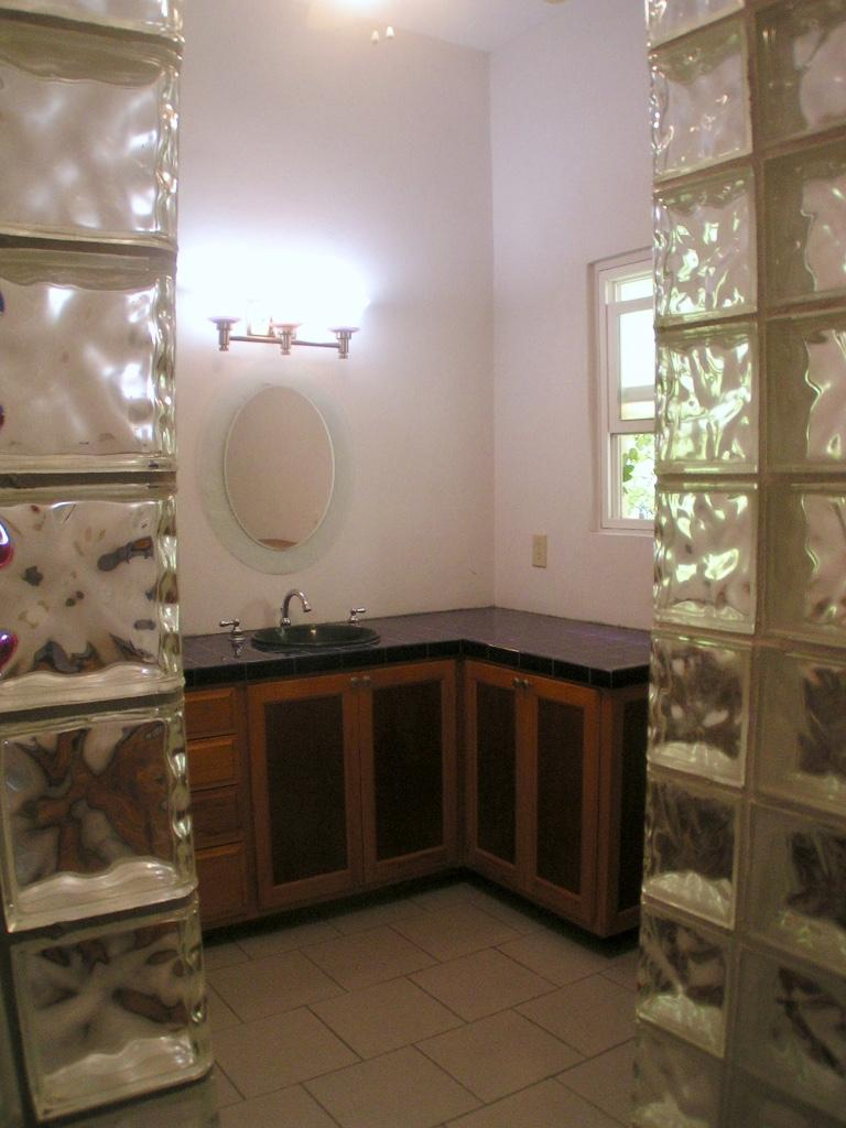 Lower level apartment #2: bathroom