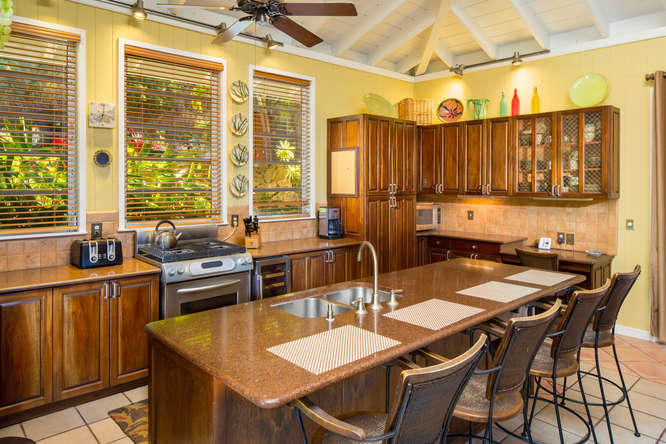 011 Gourmet kitchen