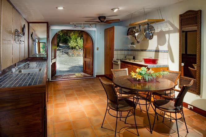 016 Hibiscus suite