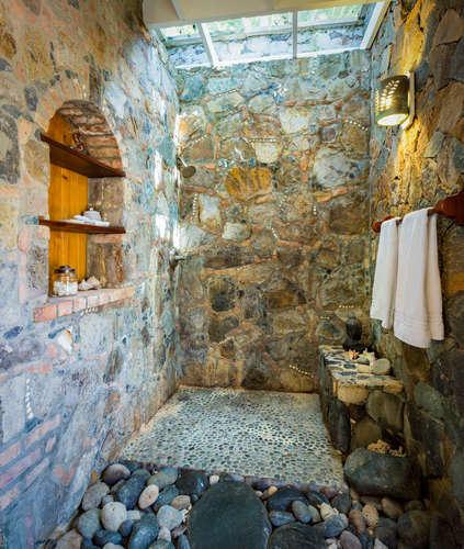 033 Parrot suite stone shower