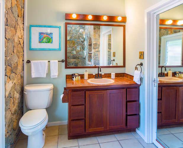 034 Parrot suite bath