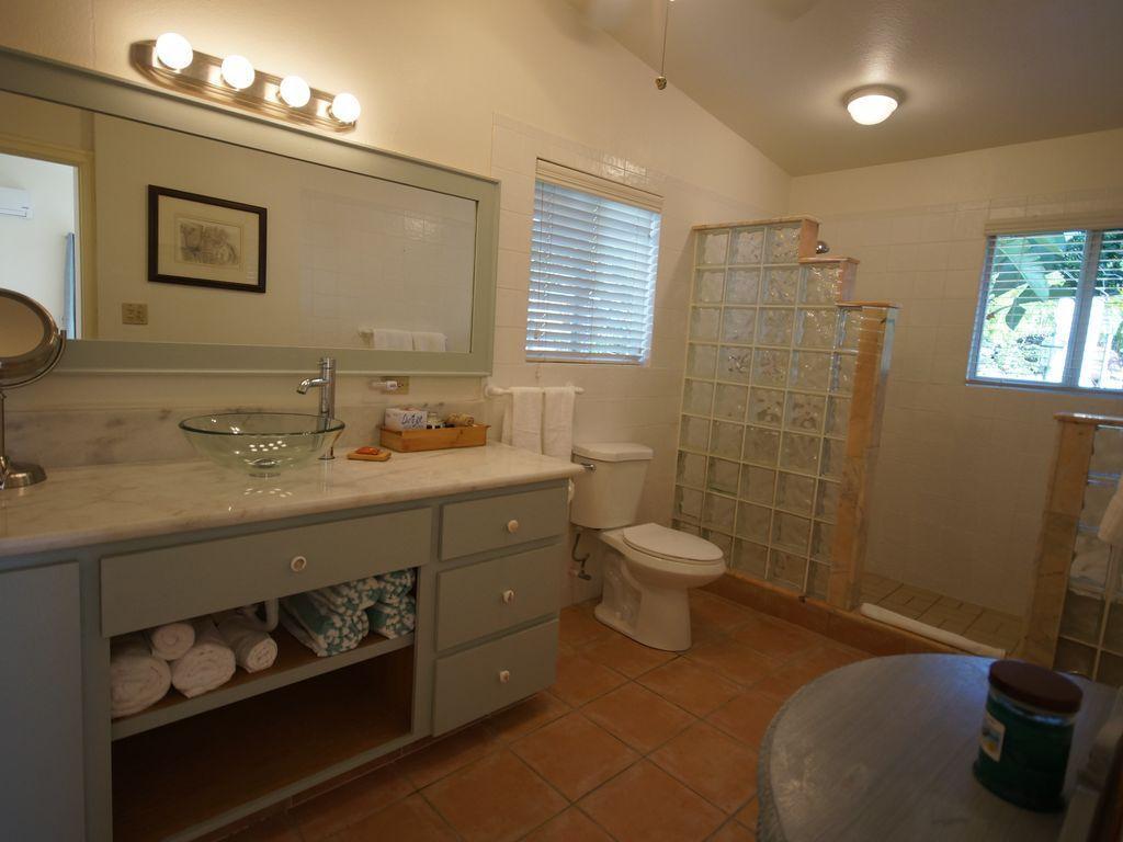 Bathroom 2 Mandavilla