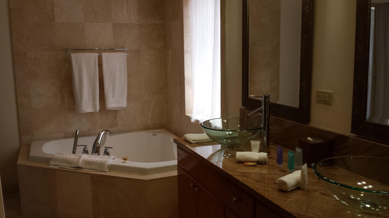 G-Upper bath1