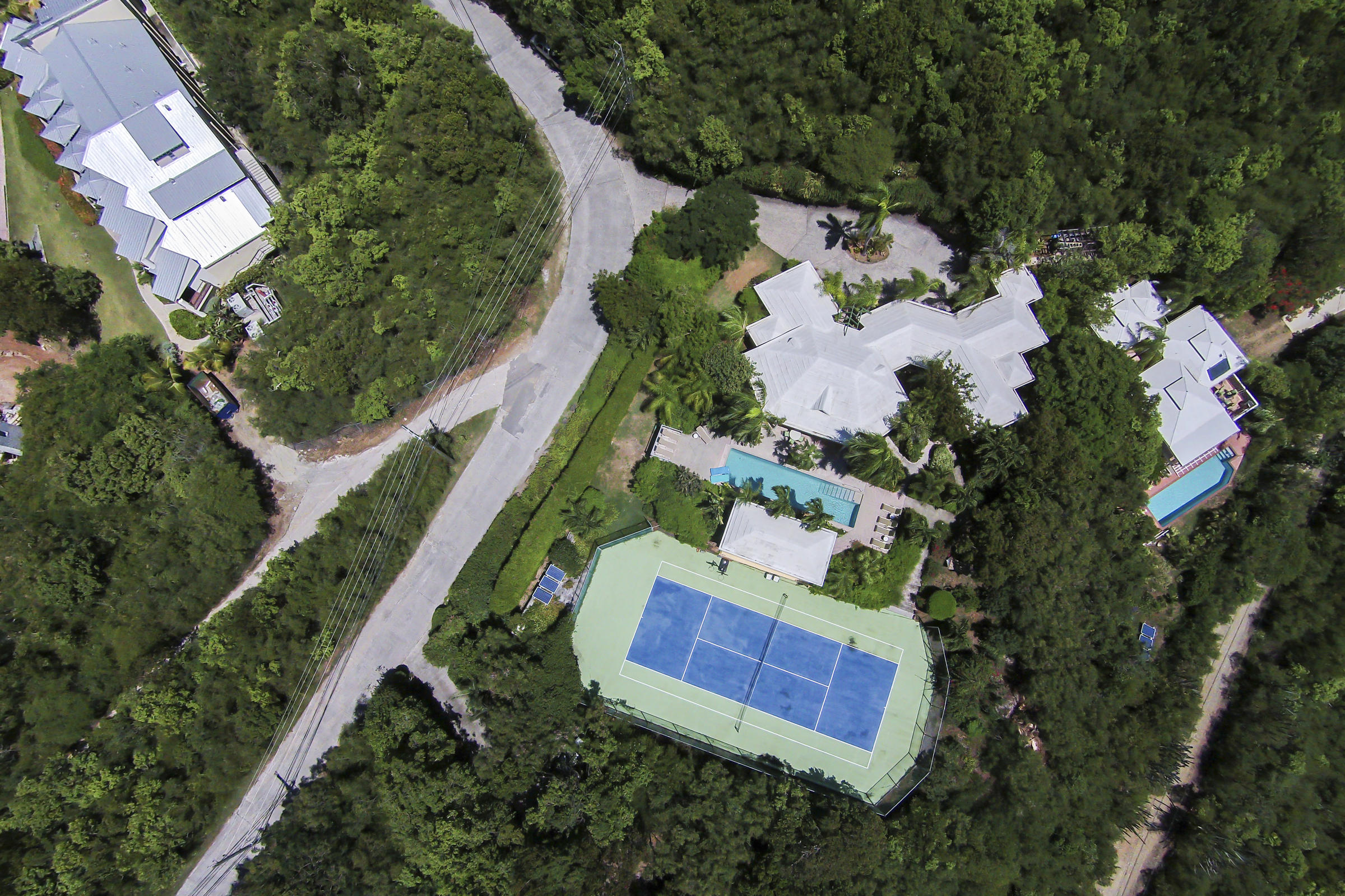 Tennis court out to Great Cruz Bay