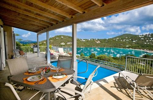 Outdoor dining and pool deck