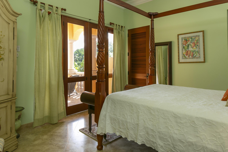 027 Bordeaux Suite balcony