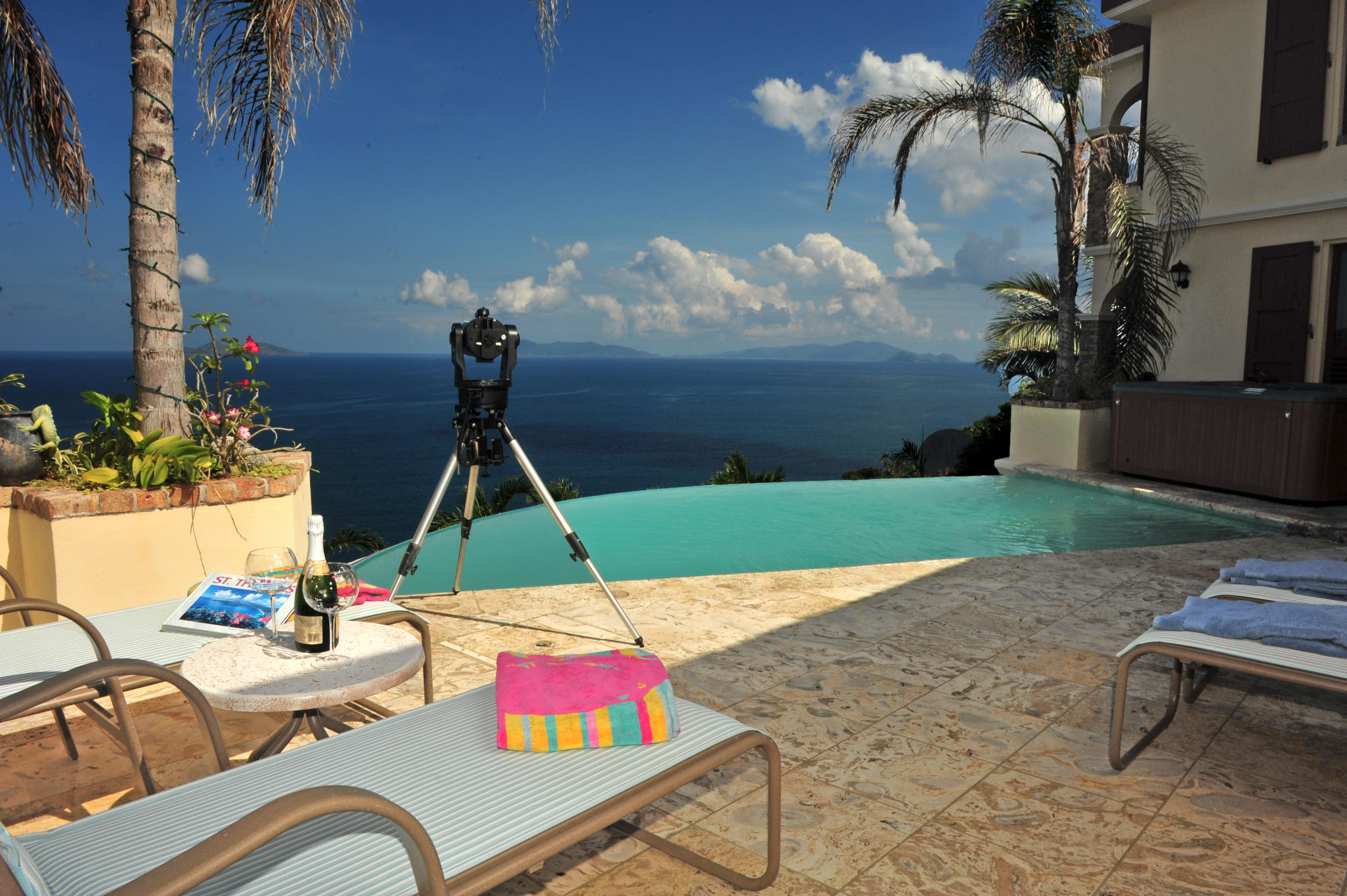 Breathtaking Views over Pool and Ocean