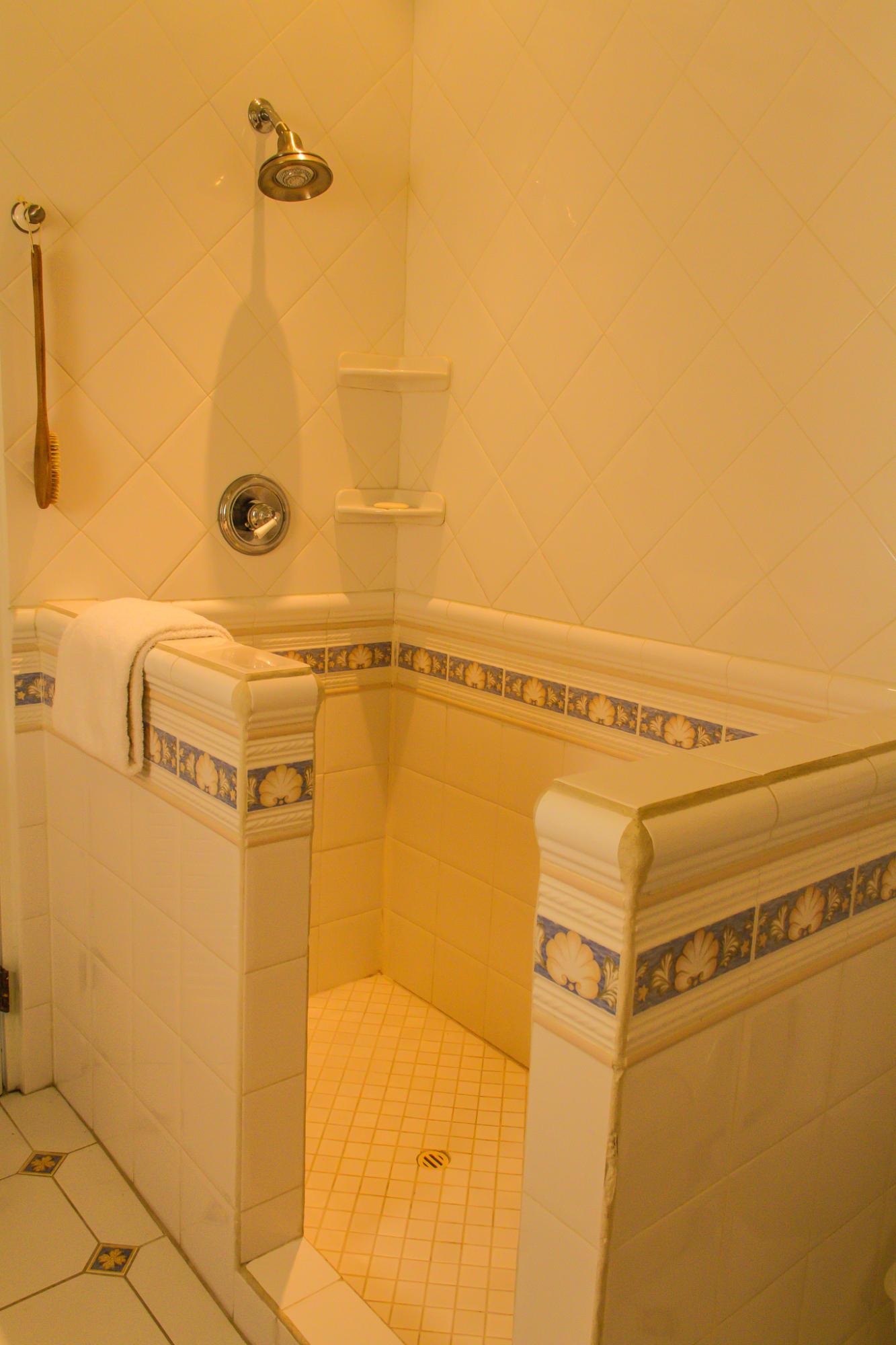 En suite bath (Shower)