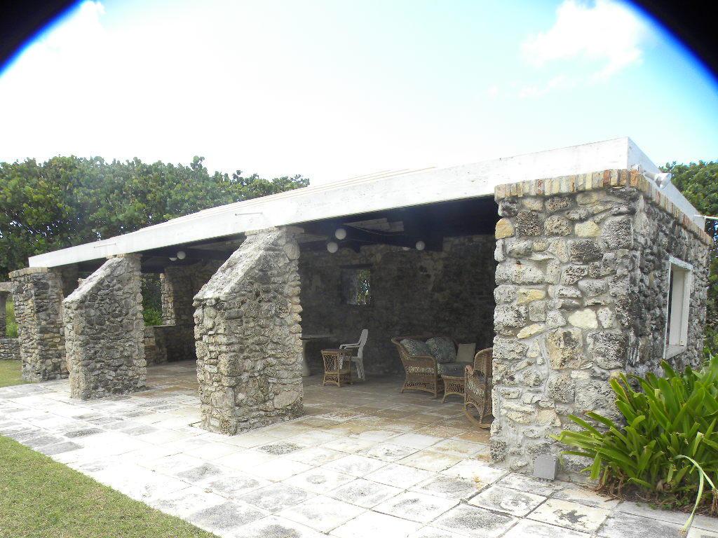 Lanai incorporating ruins