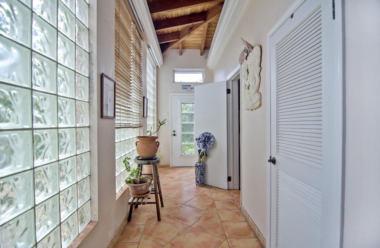 Open design in the hallway.