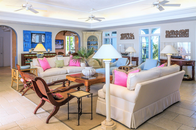 Huge Living Room w/ soffit lighting
