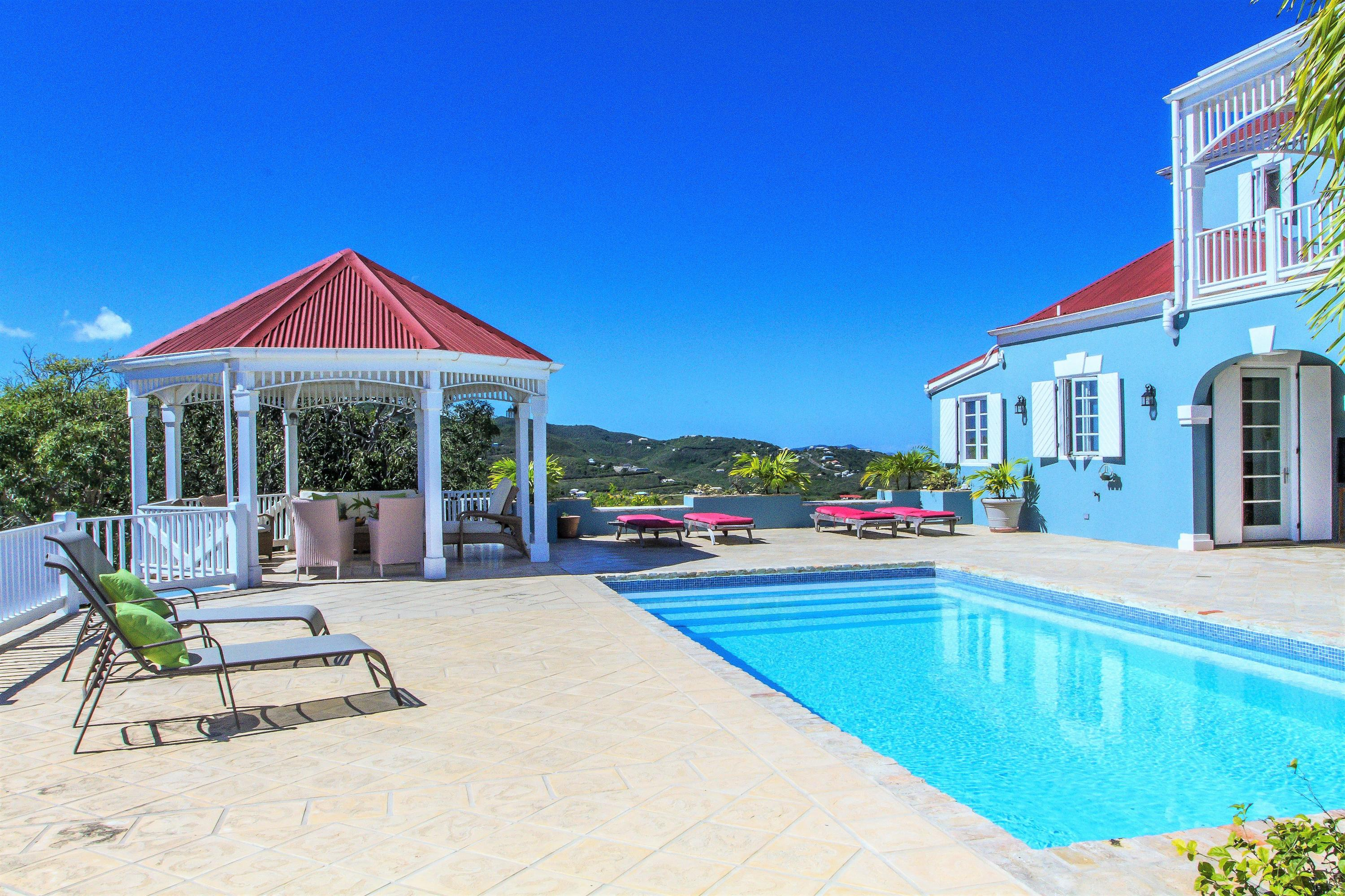 Inviting pooldeck, gazebo and gallery
