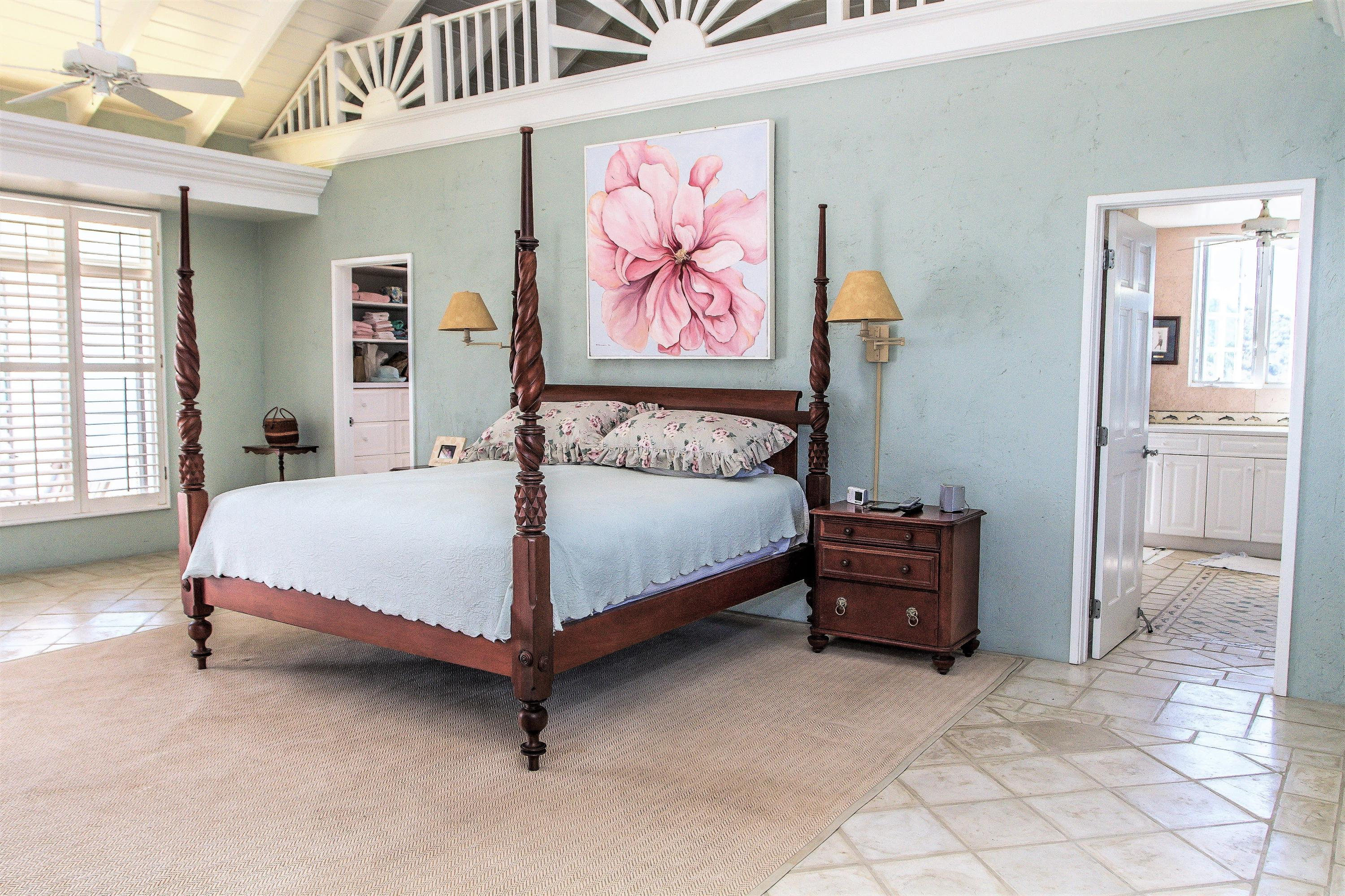 Master Suite with Loft!