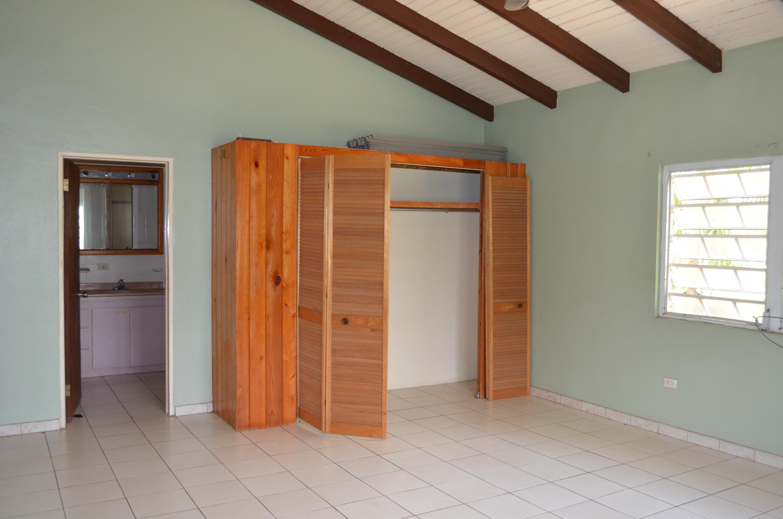 Master bedroom w en suite bath