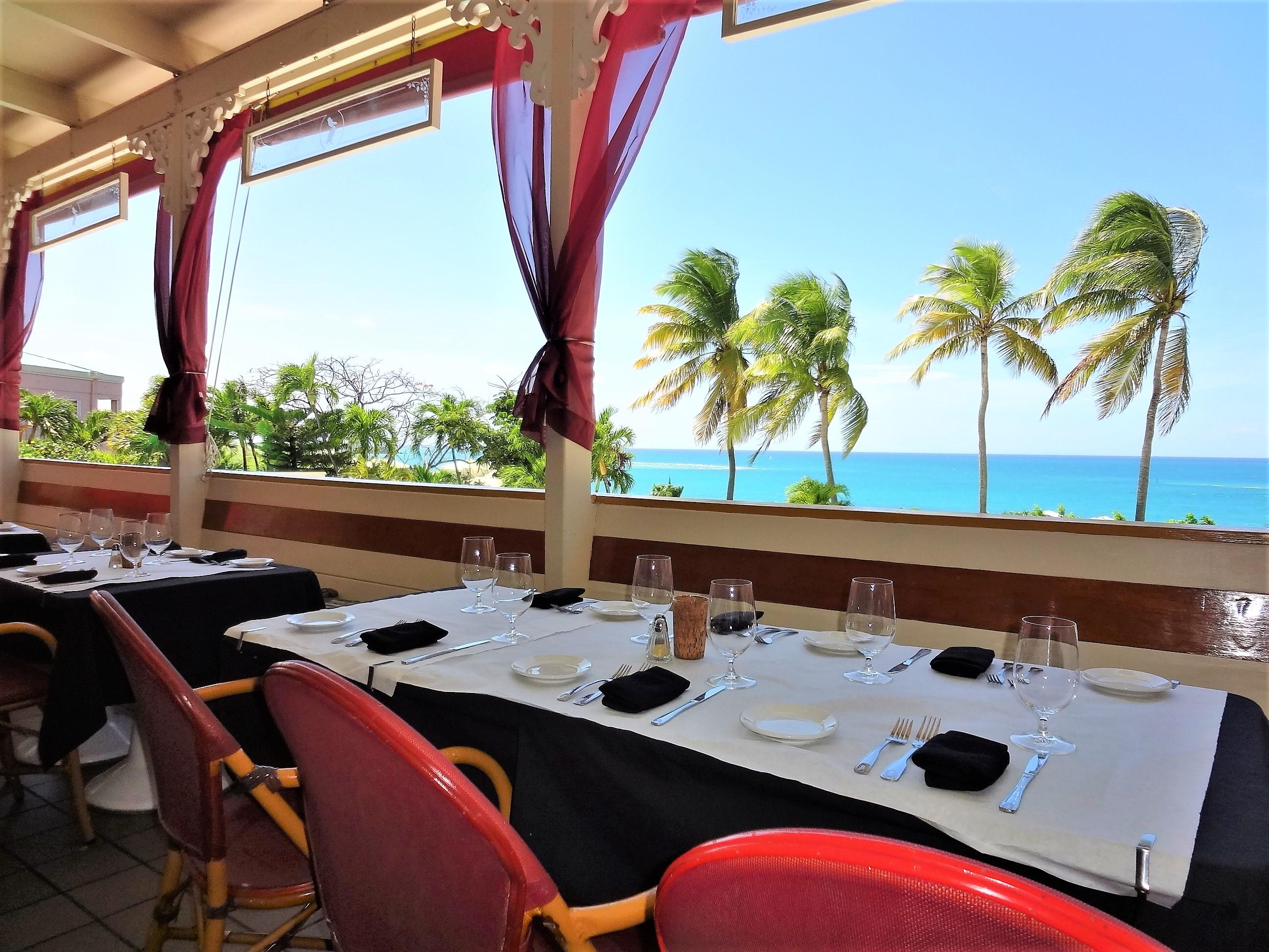 Relaxing Dining in the Caribbean