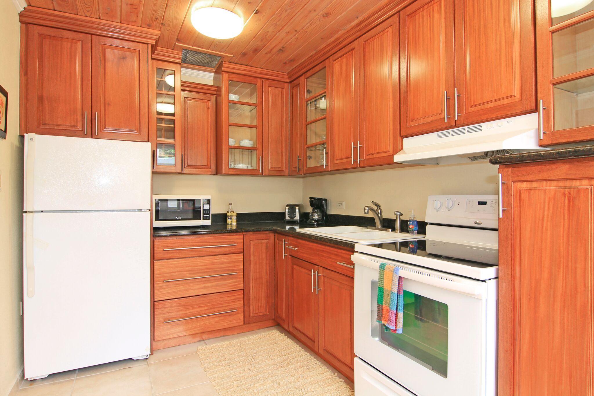 Kitchen - Custom Cabinetry
