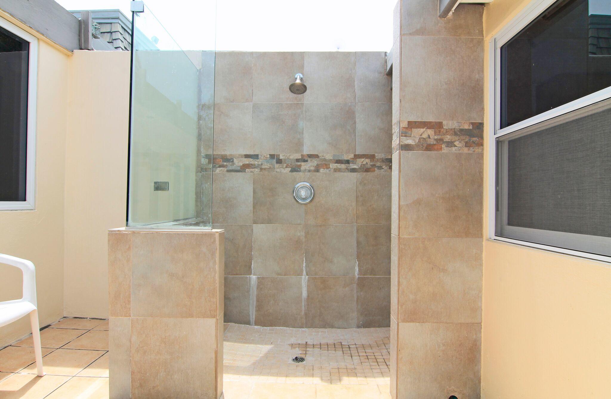 Courtyard - Outdoor Shower