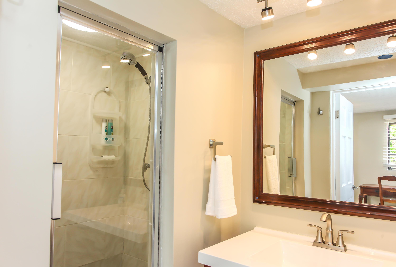 Pool Apartment Bathroom