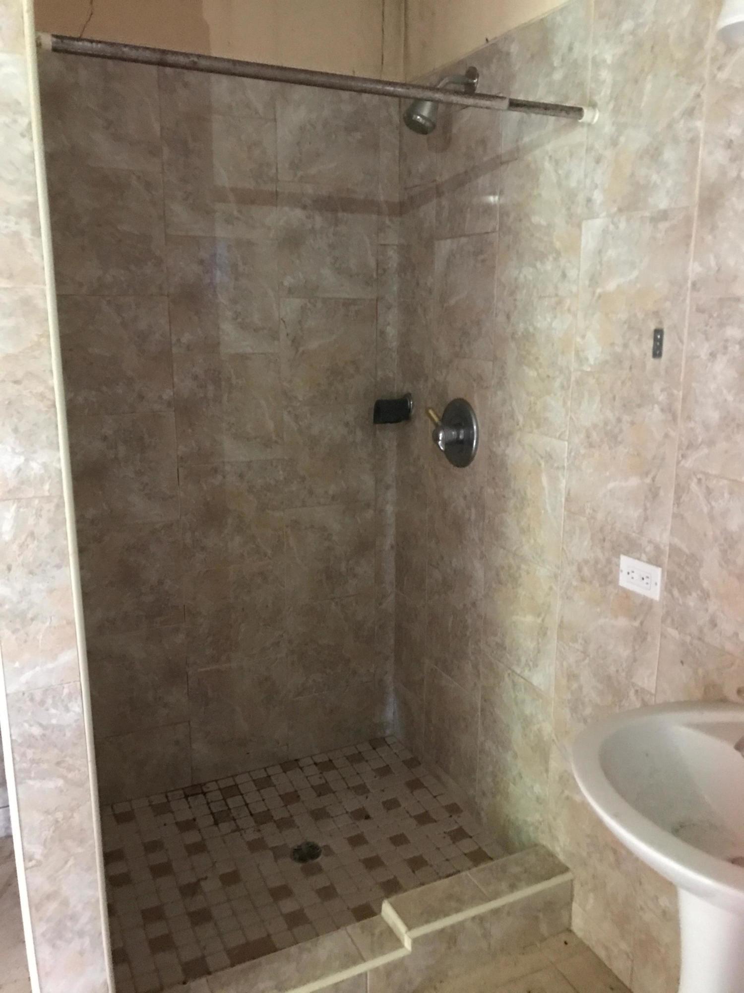 Bathroom No. 5 Shower