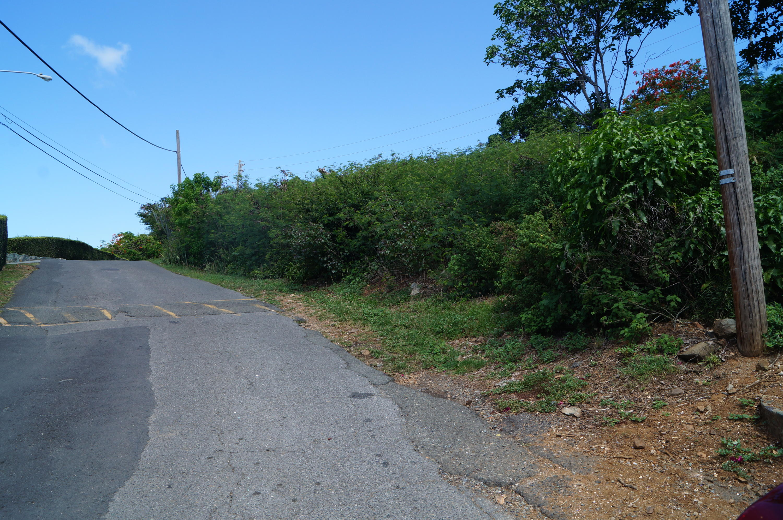 Road from Secret Harbour Resort