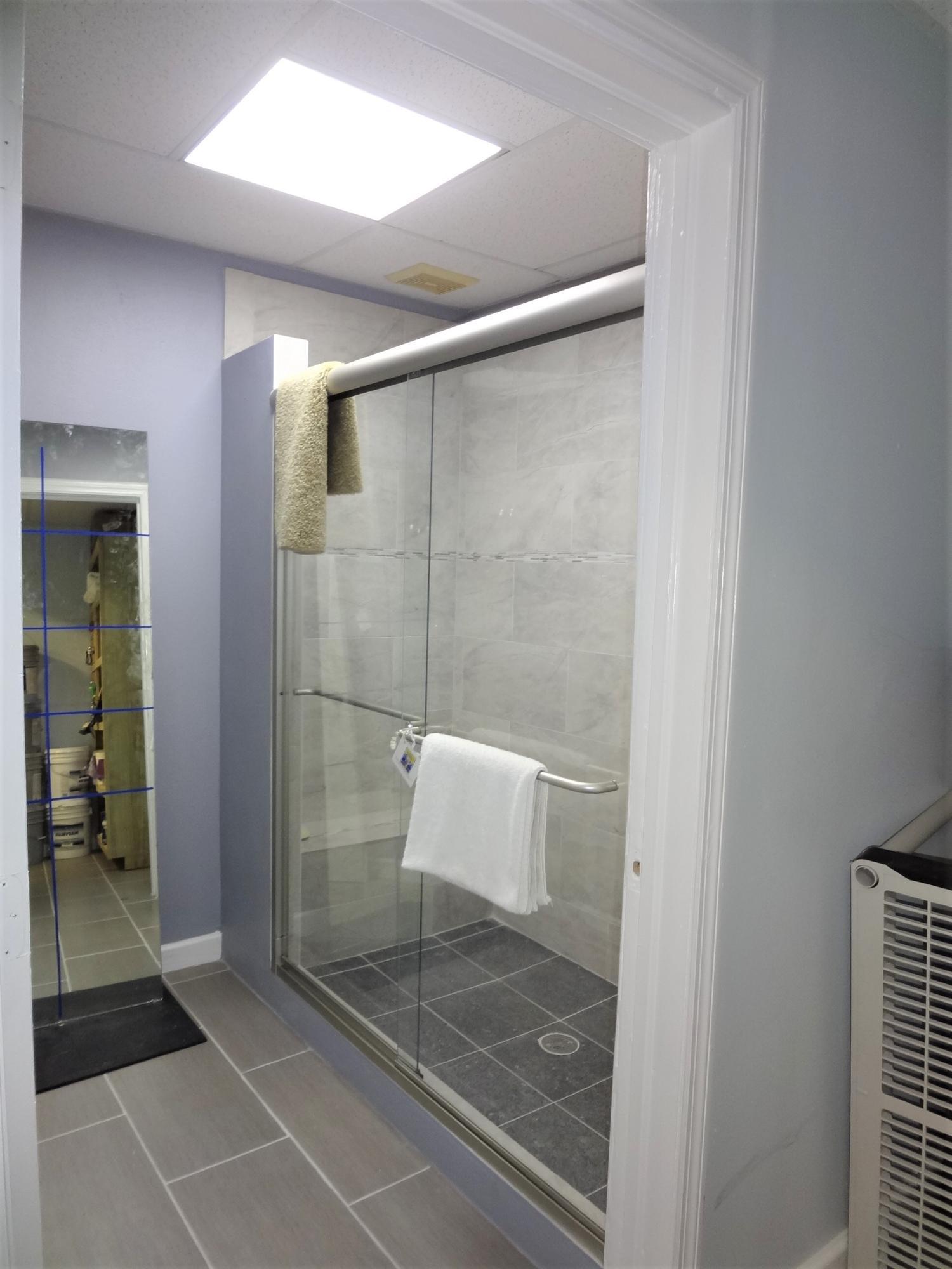 Suite 2 Full Bath
