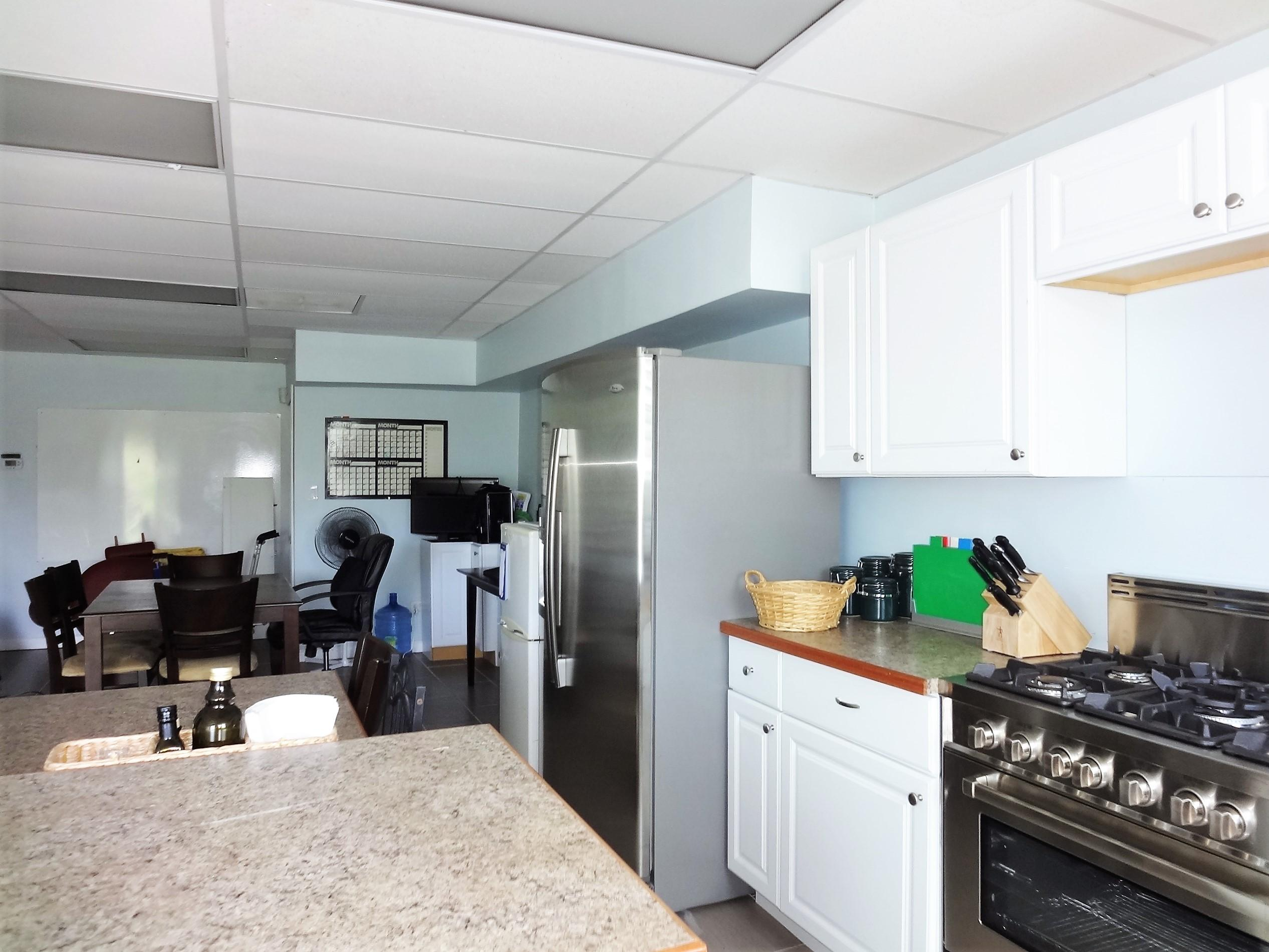 Full Kitchen in Suite 2 (4)
