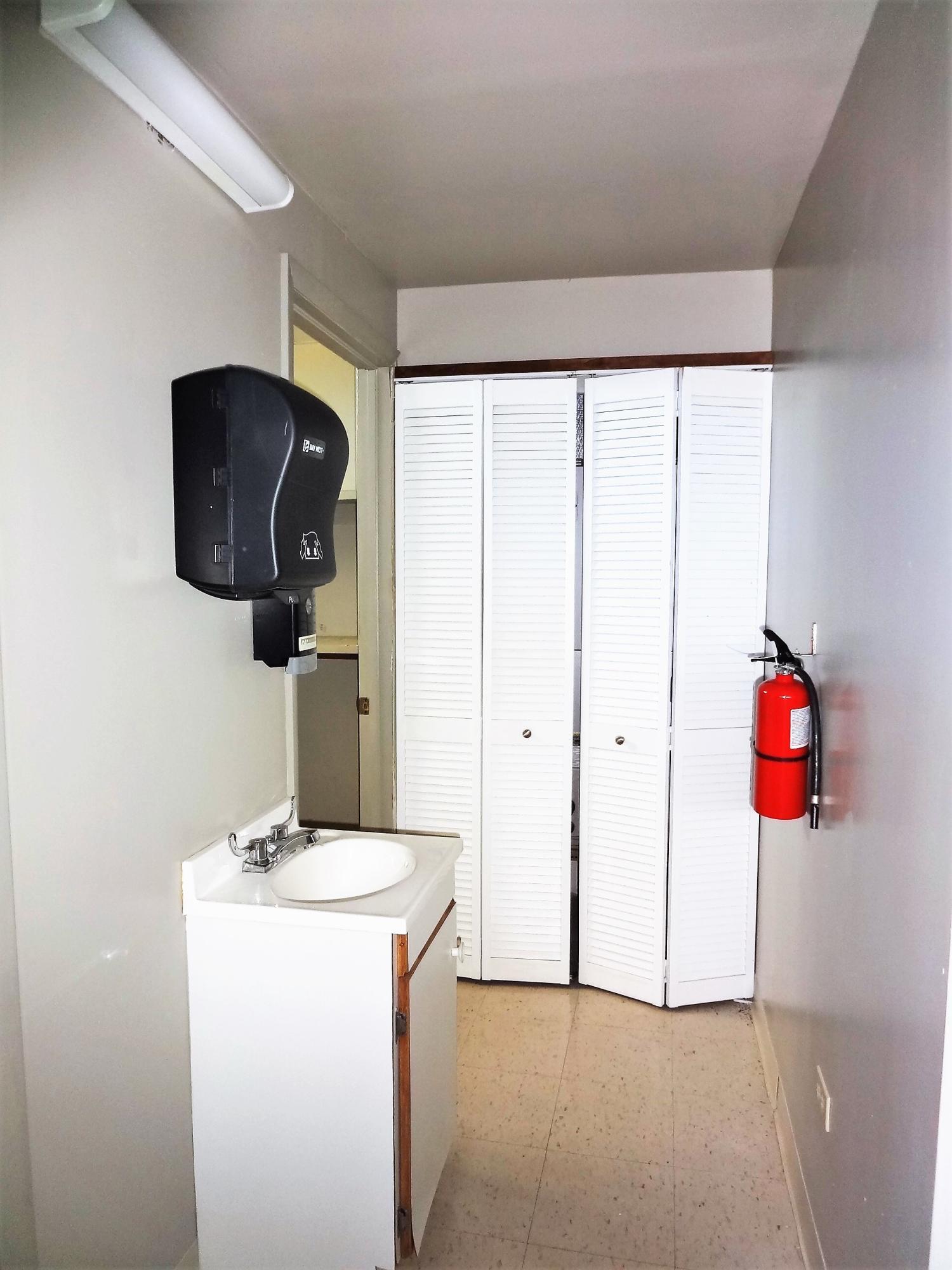 Suite 3 Bak Hallway