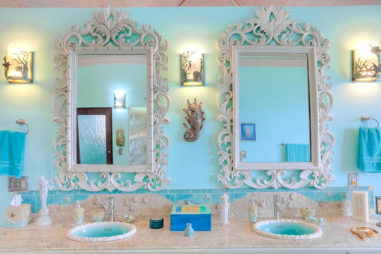 Double Vanity - King suite #1 bath